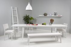 Junet – Sinulle-pöytä, Sinulle-penkki ja Sinulle-tuolit. Materiaalina saarni tai koivu. #habitare2014 #design #sisustus #messut #helsinki #messukeskus