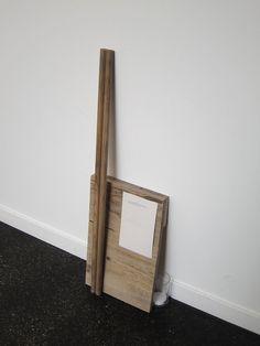 """Christian García Bello - """"Diecisiete mil doscientos veintisiete pies y dos varas castellanas"""" (2013) - Carbón sobre madera de pino, papel, vidrio, treinta y seis gramos de sal - 24x83,5 cm."""