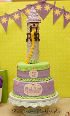 Tangled cake & paper bunting... I still think that the cloth ones look gorgeous... these are nice, though.