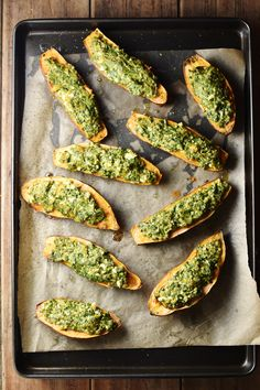 These simple vegetarian stuffed sweet potatoes with spinach and feta make a quick and delicious snack. Also great as an appetizer or light lunch. Serve hot or cold. Vegetarian Side Dishes, Vegetable Side Dishes, Vegetarian Recipes, Healthy Recipes, Yummy Snacks, Healthy Snacks, Healthy Eating, Potato Juice, Sweet Potato Skins