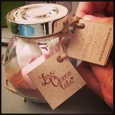Love Chocolate. Es el detalle que dimos a todas las parejas que se acercaron a conocernos. Es un detalle perfecto para regalar a los invitados en las bodas de invierno.