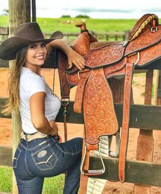 Cowboy and cowgirl, cowgirl style, sexy cowgirl, cowboy hats, fishing girls Hot Country Girls, Country Girls Outfits, Country Women, Country Girl Style, Cowgirl Look, Cowboy Girl, Cowgirl Hats, Sexy Cowgirl Outfits, Cow Girl Outfits