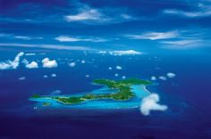 Les îles Grenadines sont à la fois mythiques et splendides !! Soleil enivrant, sable chaud, hôtels de luxe et plages paradisiaques... On adore ! #spa #caraibes