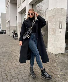 City Outfits, Neue Outfits, Winter Fashion Outfits, College Outfits, Look Fashion, Winter Outfits, Simple Outfits, Trendy Outfits, Black Coat Outfit