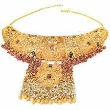 Latest Indian Wedding Jewelry Sets and Designs For Brides - Top Jewelry Brands, Designs & Online Jewellery Stores Latest Gold Jewellery, Indian Gold Jewellery Design, Jewelry Design, Indian Wedding Jewelry, Wedding Jewelry Sets, Indian Jewelry, Pakistani Jewelry, Golden Jewelry, Golden Necklace