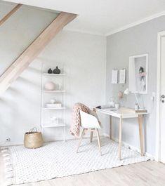 """Fillows Copenhagen on Instagram: """"Dygtige @tabita_aundal har strikket et smukt og blødt tæppe med 2 nøgler garn fra shoppen 🙌🏼✨ Hun valgte vores sarte rosa, der passer helt…"""""""
