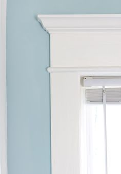 Remodelando la Casa: How to Install Trim on a Double Window Best Picture For craftsman trim baseboar Craftsman Window Trim, Interior Window Trim, Craftsman Style, Interior Doors, Interior Design, Design Design, House Design, Farmhouse Trim, Farmhouse Windows