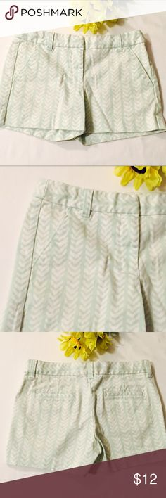 Crewcuts Girls Shorts Size 10 Classic shorts in a pretty seafoam print. Adjustable waist.  97% cotton 3% spandex.  I believe these are Crewcuts from the J. Crew Factory store. Photo 3 is the rear view. Crewcuts Bottoms Shorts