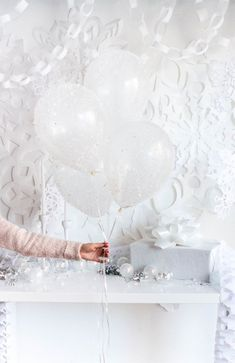 DIY Frosted Snow Balloons.