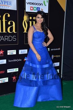 Parineeti Chopra in cobalt blue Jatin Varma  gown at IIFA Awards 2012 http://shar.es/qNUQm