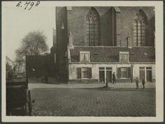Utrecht. Jacobikerk: huisjes tegen de westzijde van de kerk aangebouwd