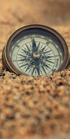 🔘Compass in the sand iPhone wallpaper Wallpaper Travel, Map Wallpaper, Screen Wallpaper, Wallpaper Backgrounds, Iphone Wallpaper, Compass Wallpaper, Creative Photography, Art Photography, Travel Maps