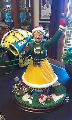PACKERS MRS CLAUS,GREEN BAY PACKERS CHRISTMAS DISPLAY FR THE DANBURY MINT.