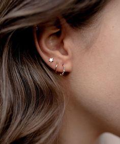 Double Ear Piercings, Unique Ear Piercings, Ear Peircings, Cool Piercings, Triple Lobe Piercing, Different Ear Piercings, Simple Jewelry, Cute Jewelry, Ear Jewelry