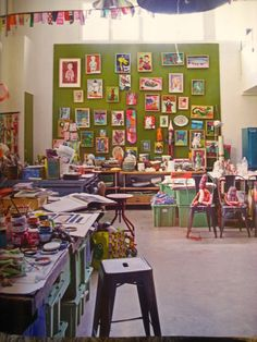 this is a work space that looks crazy(in a good way)!!!!!! but it also it looks like a place I could spend many an hour in. Just letting the creative muse take me where she may!!!!!
