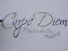 Carpe Diem - Nutze den Tag auf einer Fassade