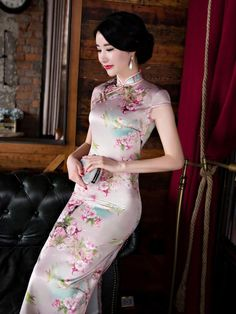 (We have provided this item's measurements to help you decide which size to buy.) (Units/Inches) Size Bust Waist Shoulder Hips Length S 26 M L 15 XL XXL XXXL (Units/Centimeters) Si Chinese Gown, Chinese Dresses, Asian Style Dress, Mandarin Dress, Wedding Gowns Online, Cheongsam Dress, Blouse Dress, Traditional Dresses, Bridal Dresses