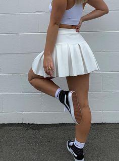 Cute Skirt Outfits, Cute Skirts, Mini Skirts, White Tennis Skirt, Pleated Tennis Skirt, Tennis Skirts, Pleated Skirt Outfit Short, White Pleated Skirt, White Shorts