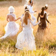 Alice Temperley leads friends to her #whitemagic #summerparty in Somerset. #behindthescenes