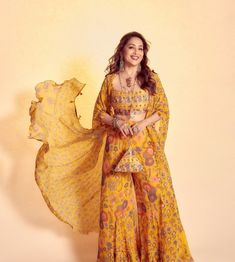 Punjabi Salwar Suits, Patiala Salwar, Bollywood Stars, Bollywood Fashion, Plus Size Photography, Madhuri Dixit, Indian Fashion, Lehenga, Actors & Actresses