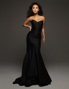Black gown.. Yes!!!!! That is the dress i want for my girls - bridesmaids!