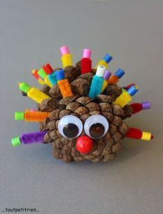 Owl pinecone and feather craft. 10 fun feather crafts for kids. Diy Thanksgiving Crafts, Pinecone Crafts Kids, Paper Plate Crafts For Kids, Animal Crafts For Kids, Toddler Crafts, Preschool Crafts, Diy For Kids, Kids Crafts, Pine Cone Crafts For Kids