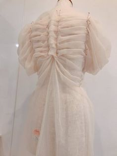 Skeleton rib cage 1 - Organza is a very light and cheap material, we can style clothes that will resemble a skeleton rib cage 🙂 Source by - Fashion Details, Diy Fashion, Fashion Outfits, Fashion Design, Alternative Mode, Alternative Fashion, Pretty Outfits, Beautiful Outfits, Baby Kostüm