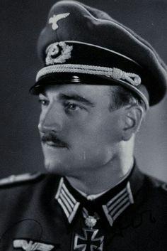 Leutnant d.R. Josef Schneider (1914-1981), Führer 13./Jäger Regiment 207, Ritterkreuz 27.06.1942, Eichenlaub (389) 10.02.1944