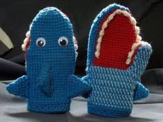 tunisian crochet shark mittens from Crochet Your Way. Crochet Mitts, Crochet Gloves, Tunisian Crochet, Knit Or Crochet, Cute Crochet, Crochet Crafts, Yarn Crafts, Crochet Toys, Crochet Baby