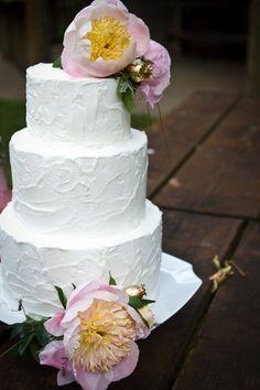 Pièce montée 2017  Quelle est la beauté de ce gâteau de mariage? Nous aimons le design simple! {Heather Fitch Ph