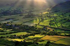 Edale, Derbyshire  http://www.traveldee.com/wp-content/uploads/2013/04/british-Countryside-20.jpg