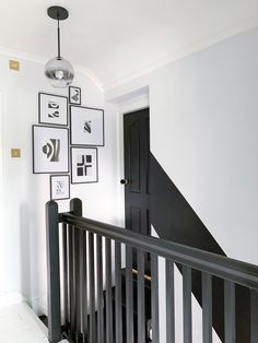 home hallway decor Black And White Hallway, Grey Hallway, Hallway Paint, Black Walls, Black Door, Tiled Hallway, Modern Hallway, Black Banister, Painted Banister