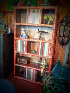 Étagère colorée en Bois - Style Rétro Table Design, Bookcase, Shelves, Home Decor, Retro Style, Vintage Decor, Scandinavian, Shelving, Shelving Racks
