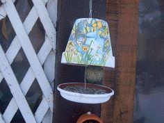 super idée de mangeoire pour oiseaux du jardin ! Meditation Garden, Diy Décoration, Clay Pots, Outdoor Life, Bird Houses, Bird Feeders, Diy For Kids, Decoration, Birds