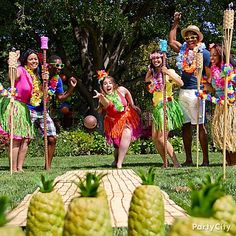 Pineapple bowling- Get everyone into the groove with luau games! Put a tropical twist on game time with Pineapple Bowling. If you're playing on the lawn, try using a table runner as a bowling alley, and add bamboo torches and garland along the sides. Luau Party Games, Luau Theme Party, Hawaiian Party Decorations, Party Fiesta, Tiki Party, Birthday Party Games, Luau Party Invitations, Food Decorations, Party Themes