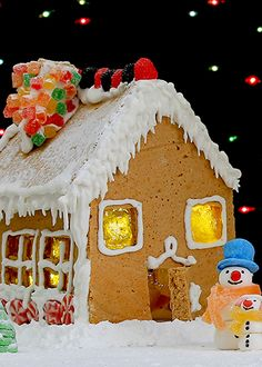 My pans and pots: Medena kućica / Gingerbread house Make A Gingerbread House, Mouth Watering Food, Holiday Activities, My Recipes, Holiday Fun, Food And Drink, Eat, Cooking, Desserts