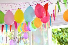 ballons et fanions multicolores