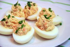Stuffed eggs with smoked salmon - Kitchen ♥ Love - Stuffed Eggs With Smoked Salmon - Tempeh, Bon Ap, Brunch, Sugar Free Diet, Sandwiches, Snacks Für Party, Salsa, Appetisers, Fabulous Foods
