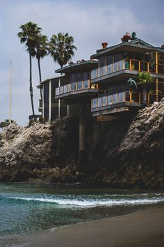 More often, Waterfront Homes are considered to be a prime real estate by many due to their outstanding views and locations, and according to new studies, health benefits. Villa Architecture, Amazing Architecture, Hotel California, California Living, California Style, California Travel, Photos Of The Week, House Goals, My Dream Home