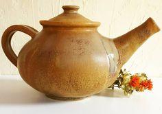 """7 kedvelés, 1 hozzászólás – Ceramiss Ceramic (@ceramiss) Instagram-hozzászólása: """"Itt a teáskancsó oldalról, nagy pocakkal :) #teapot #ceramic #tableware #kerámia #teáskanna…"""" Teapots, Ceramics, Tableware, Instagram Posts, Ceramica, Pottery, Dinnerware, Tablewares, Ceramic Art"""