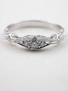 Beautiful vintage engagement ring! I've never seen anything like this, & it's amazing!