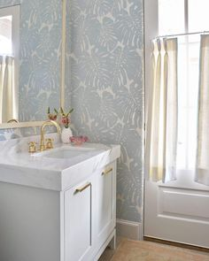 Blue Print Interiors is a full-service interior design firm with an impeccable eye for detail and an appreciation for sophistication and well balanced design. Pool Bathroom, Bathroom Kids, Bathroom Colors, Small Bathroom, Downstairs Bathroom, Powder Room Design, Home Furnishing Stores, Bathroom Interior Design, Bathroom Inspiration
