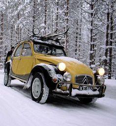 citroen 2CV yellow charleston in the snow • citroen 2CV