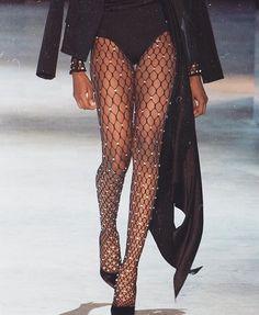 10 Etro At Milan Fashion Week Ideas 90s Fashion, Couture Fashion, Runway Fashion, High Fashion, Fashion Show, Autumn Fashion, Vintage Fashion, Fashion Outfits, Womens Fashion