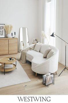 Sie lieben unkonventionelle Einrichtungsstile? Dann werden Ihnen unsere Möbel im Boho-Stil gut gefallen. Große, gemütliche Sofas in knalligen Farben, Poufs mit geometrischen Motiven, Kommoden und Beistelltische mit bunten Lackierungen und vieles, vieles mehr gibt es bei uns zu entdecken. Boho-Möbel sind nicht nur praktisch, sondern auch sehr dekorativ und lassen sich hervorragend miteinander kombinieren! // #westwing #boho #interior #scandi #wohnzimmer #beige #natural #soft #teppich #sofa Hippie Chic, Sofas, Boho Stil, Living Room, Bed, Furniture, Home Decor, House Ideas, Decoration