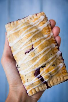 Blueberry Hand Pies - Or healthy Pop-tarts! Mini Desserts, Just Desserts, Dessert Recipes, Breakfast Recipes, Oreo Dessert, Blueberry Recipes, Blueberry Pies, Vegan Blueberry, Hand Pies