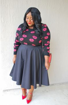 Musings of a Curvy Lady, Unique Vintage, Style Society, #IAMUNIQUE, #UniqueVintage, Kiss Print Sweater, Heart Shaped purse, Circle Skirt, Midi Skirt, Plus Size Fashion, Fashion Blogger, Women's Fashion