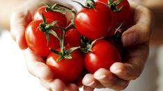 Když se podíváte, co se dnes pěstuje na zahrádkách, zjistíte, že sortiment rostlin se velice změnil. Freezing Tomatoes, Dried Tomatoes, Marmalade Recipe, Skinny Mom, Parts Of A Plant, Baby Carrots, Food Facts, Fruits And Vegetables, Veggies