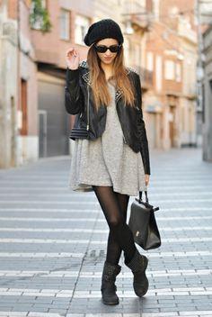 robe pull et un manteau noir en cuir