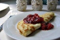 Delicious coconut flour crepes that make a great quick supper or dessert dish. They can be filled or eaten simply with a dash of lemon over them. Coconut Flour Crepes, Low Carb Crepe, Best Keto Pancakes, Specific Carbohydrate Diet, Salty Snacks, Diet Plan Menu, Baking And Pastry, Low Carb Breakfast, Paleo Dessert
